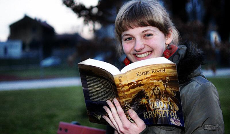 """Wadowice24pl Kinga Kozieł (20 l.) właśnie zadebiutowała swoją powieścią """"Złoty Kryształ"""". Młoda autorka pisała ją jeszcze w liceum, wydała ją już po maturze."""