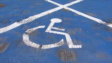 Zaparkowała na miejscu dla niepełnosprawnych. Grozi jej 8 lat więzienia