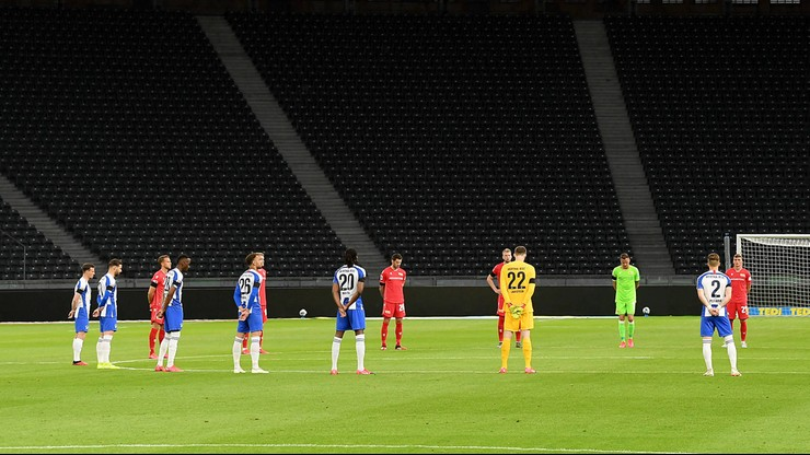 Piłkarze zagrają przed wirtualną trybuną. Kibice będą ich dopingować z domów