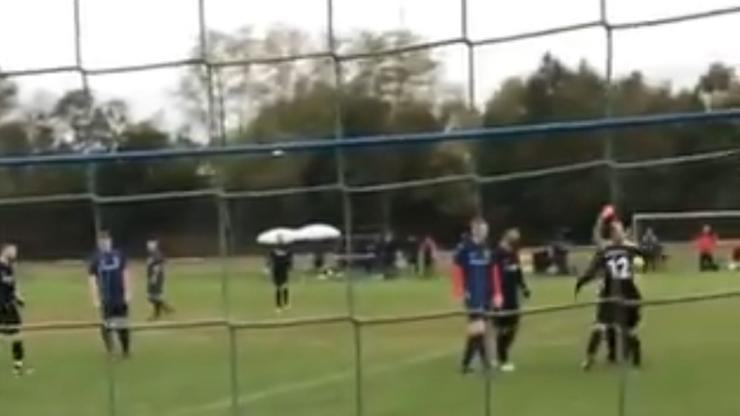 Skandal w lidze niemieckiej. Piłkarz uderzył sędziego (WIDEO)
