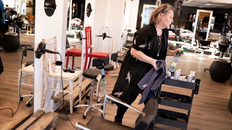 Bogate kobiety przyjeżdżają do Szwecji, by skorzystać z usług fryzjera