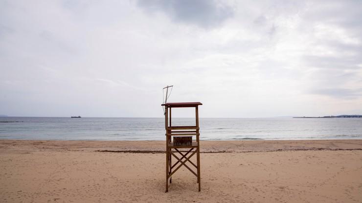 Kabiny z pleksiglasu na plaży - pomysł na wakacje nad morzem