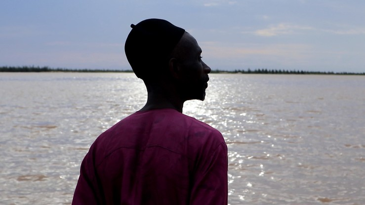 Ameth Sene Diagne na brzegu pozostałości półwyspu Langue de Barbarie