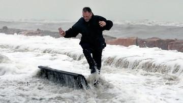 """Sztorm Gloria i nietypowa """"zima"""" w Hiszpanii i Portugalii. Morska piana na ulicach, jak śnieg"""