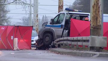 Radiowóz uderzył w barierki energochłonne i słup. Policjant w szpitalu