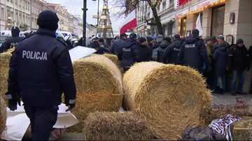 Rolnicy chcą polować na swojej ziemi. Policja przerwała protest pod Polskim Związkiem Łowieckim