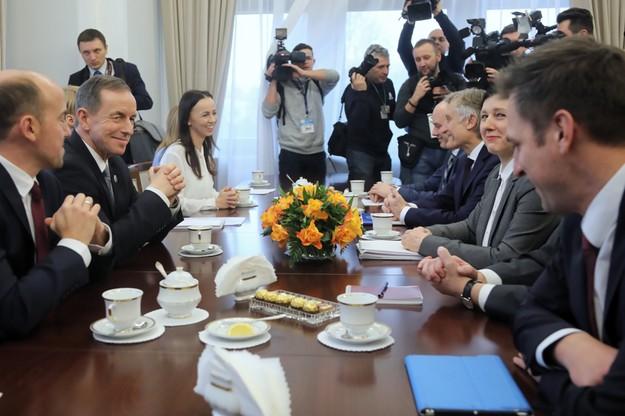 W spotkaniu z Jourovą uczestniczył marszałek Senatu i szef PO Borys Budka.