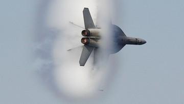 Huk w Paryżu. Myśliwiec przekraczał barierę dźwięku, bo stracono kontakt z samolotem cywilnym
