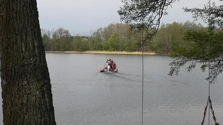 Policjanci wypadli z łodzi na Mazurach. Jeden z nich został wyłowiony martwy