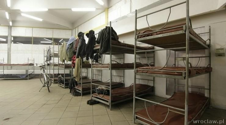 Bezdomni z noclegowni w kwarantannie. Mogli mieć kontakt z zakażonym
