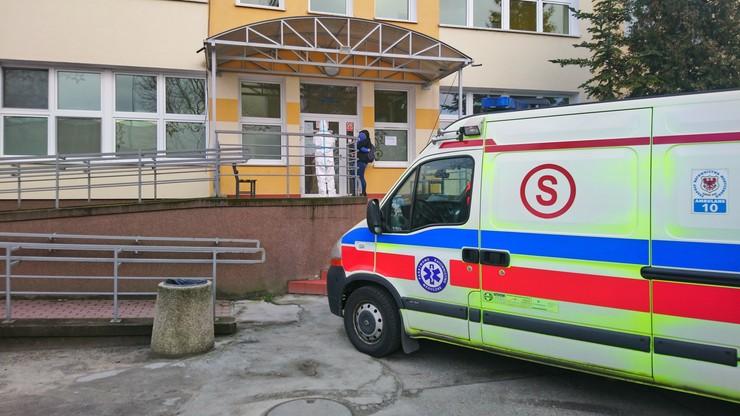Strażak z Międzyrzecza w szpitalu z rodziną. Całą jego jednostkę poddano kwarantannie