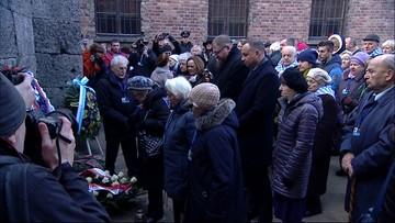 Uroczystości w Auschwitz. Byli więźniowie i prezydent Duda przed Ścianą Śmierci
