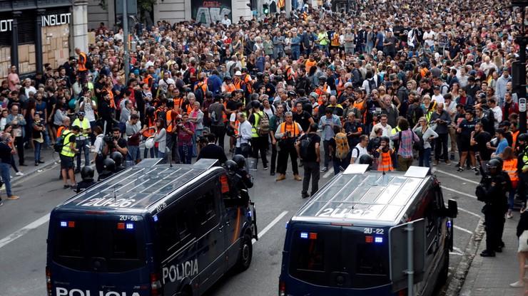 Około 60 pracowników mediów rannych w zamieszkach w Katalonii