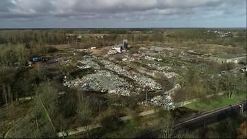 """13 tys. ton śmieci w Policach. Porzucone wysypisko """"dokarmiają"""" mieszkańcy"""