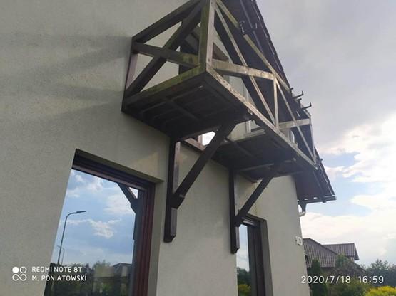 Kobieta spadła z balkonu