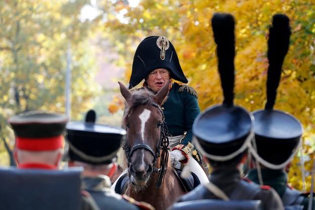 Profesor podejrzany o zabójstwo studentki jest miłośnikiem historii francuskiej wojskowości, który lubił przebierać się za Napoleona.