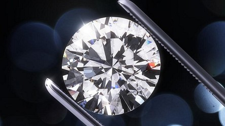 """W Rosji odkryto pierwszy na świecie diament """"matrioszka"""". Wygląda niesamowicie"""