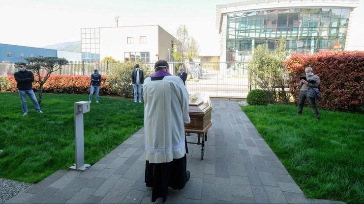 Pogrzeb w Brescii na północy Włoch