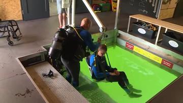 Nurkowanie dla niepełnosprawnych. Platforma do podwodnej rehabilitacji na kąpielisku w Pile