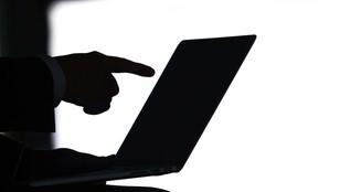 Rząd Arabii Saudyjskiej ZWERBOWAŁ pracowników Twittera, żeby szpiegowali tysiące kont