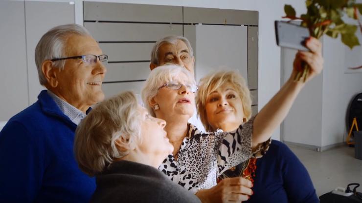Zrobimy wszystko, by seniorzy mogli spełniać marzenia - premier z okazji święta babć i dziadków