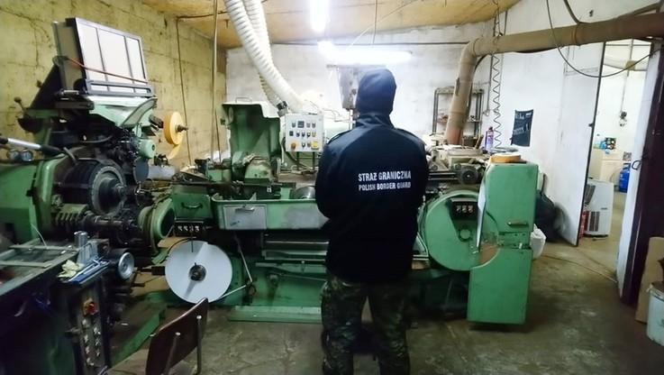 Zlikwidowana fabryka nielegalnych papierosów. Zatrzymano trzech Białorusinów