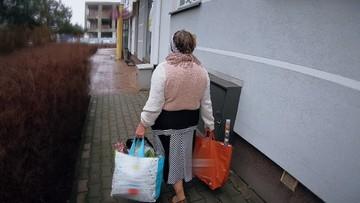 Sterty śmieci, smród, szczury i karaluchy - rozpacz sąsiadów kłopotliwej lokatorki