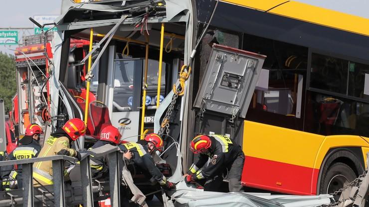 Wypadek autobusu w Warszawie. Kierowca zatrzymany. Nieoficjalnie: prowadził pod wpływem amfetaminy