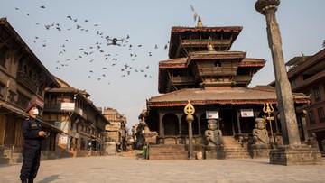 """W Nepalu Wielkanoc bez turystów. """"Niewidzialne trzęsienie ziemi"""""""