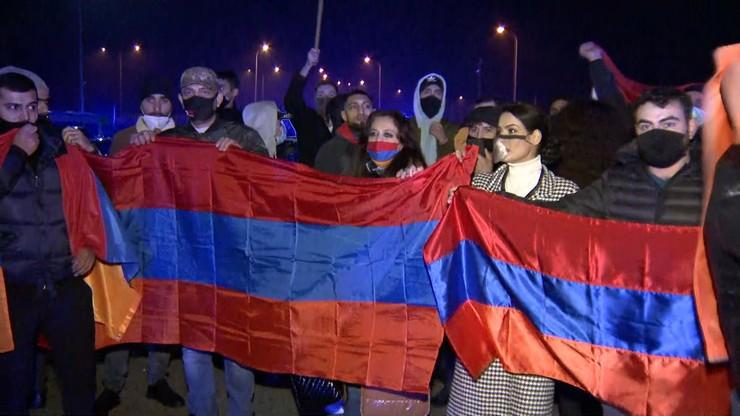 """Ormianie zablokowali A2. """"Prosimy Polskę, aby potępiła agresję Turcji"""""""