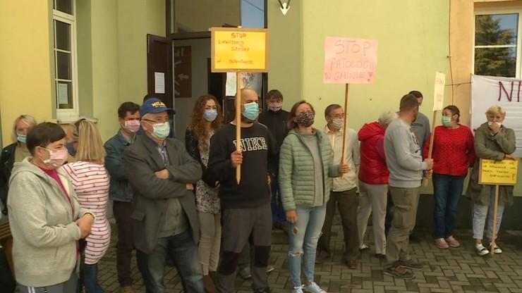 Strajk w szkole w Sosnówce. Rodzice okupują placówkę