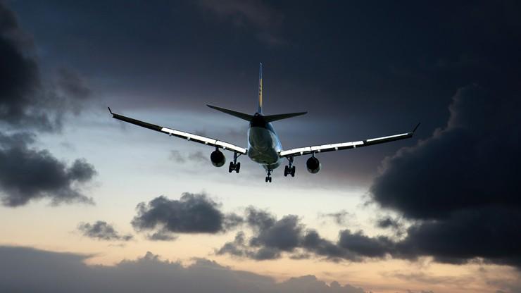 Zakaz lotów do kolejnych państw. Będzie później niż planował rząd
