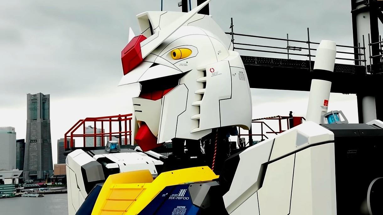 18-metrowy, poruszający się robot Gundam już gotowy. Zobacz go z bliska [FILM]
