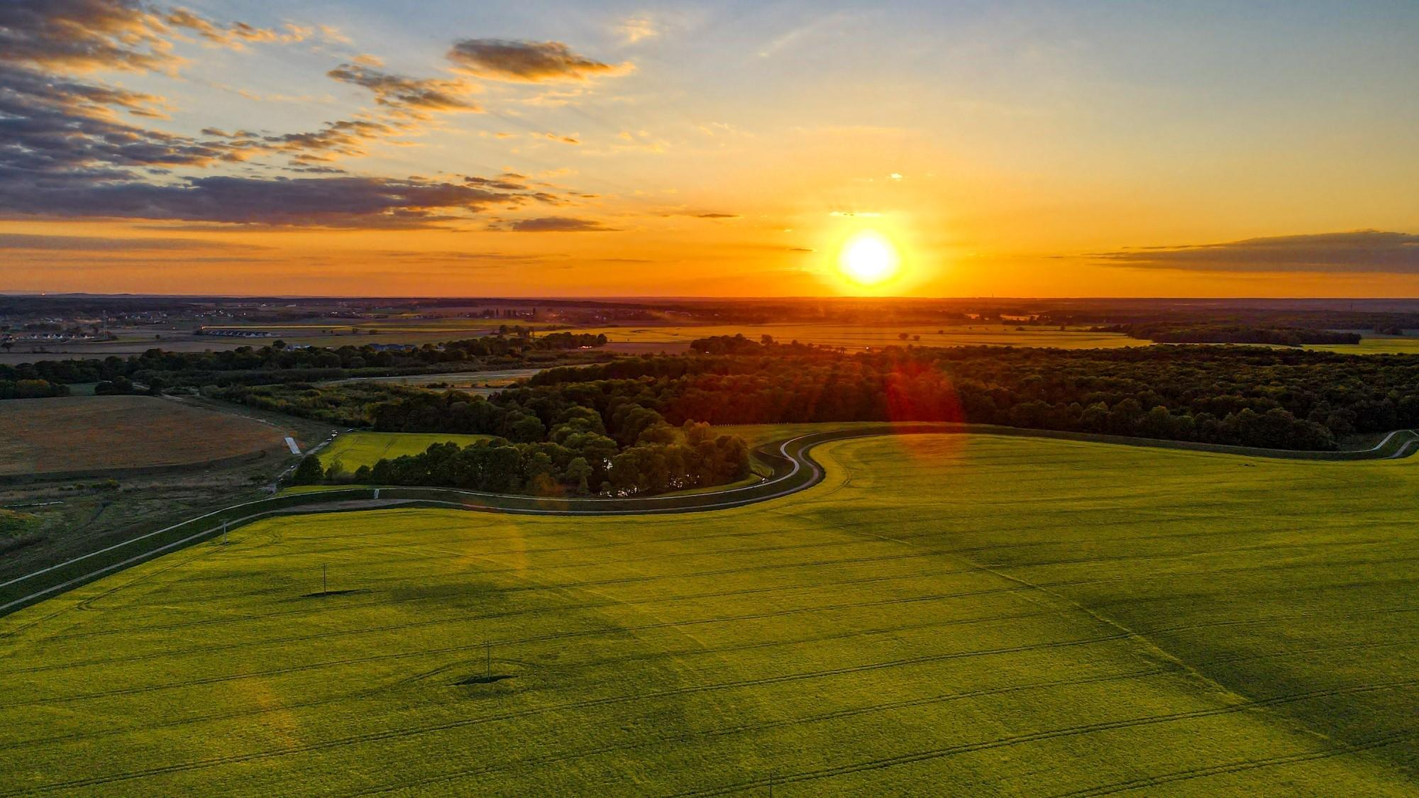 Piękne letnie krajobrazy z lotu ptaka - zdjęcie 1