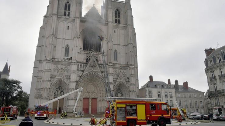 Pożar katedry w Nantes. Zatrzymany uchodźca pozostaje w areszcie