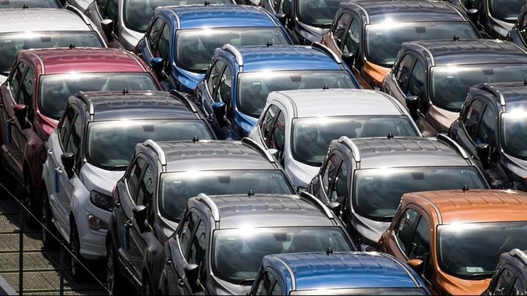 Spada sprzedaż nowych samochodów w Europie. Broni się tylko jedna marka