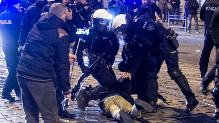 Zatrzymania po marszu narodowców we Wrocławiu. Trzech rannych policjantów