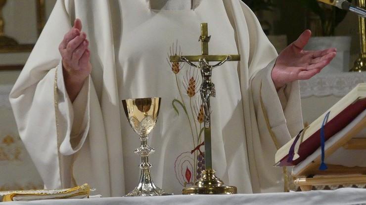 """Ksiądz nazwał parafian """"skąpcami"""". Przeprasza i mówi o """"życiowym błędzie"""""""