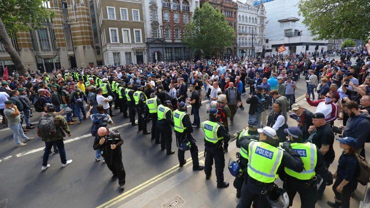 Tysiące osób demonstruje w Londynie wbrew wezwaniom władz i policji