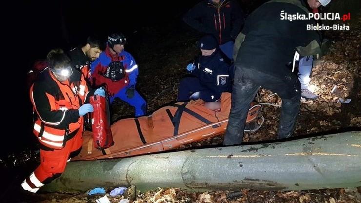 Drzewo przygniotło mu nogę, uratowali go policjanci i goprowcy [ZDJĘCIA]