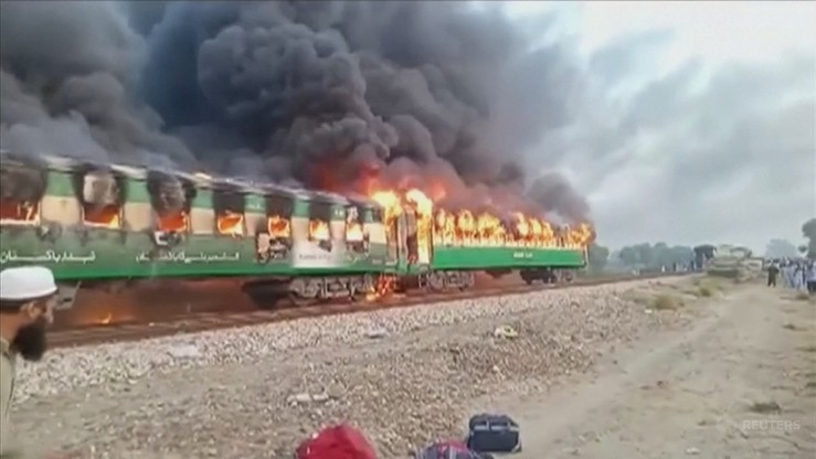 """Pakistan: robili śniadanie – pociąg spłonął. """"Straciłem większość z moich znajomych"""""""