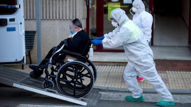 Lekarze: narażone są wszystkie osoby starsze, nawet te czujące się dobrze