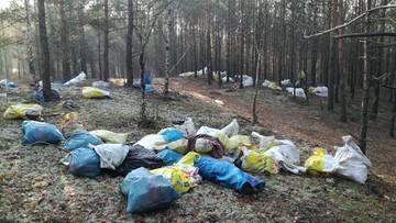 """Worki ze śmieciami porzucone w lesie. """"Przykry widok"""""""