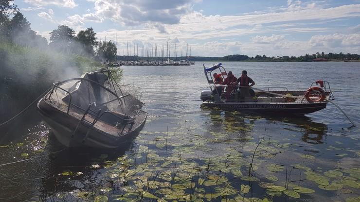 Pożar dwóch łodzi w Ostródzie. Wśród poszkodowanych troje dzieci