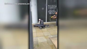 Czterech rannych po ataku nożownika w centrum handlowym w Manchesterze