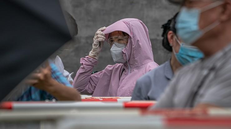 """Strach przed """"drugą falą"""" wirusa. Odizolowali 400 tys. osób"""