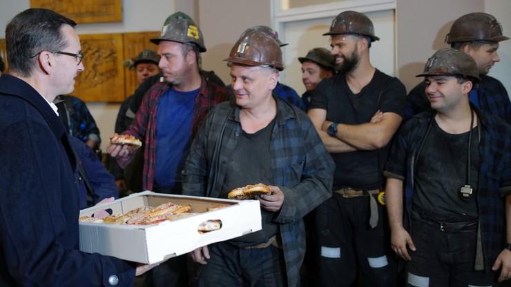 Premier w Katowicach. Górnikom rozdawał... drożdzówki