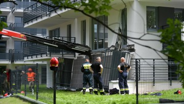 Warszawa: mężczyzna przygnieciony przez balkon
