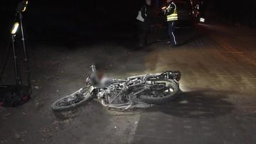 Koń wbiegł na drogę i uderzył w motorowerzystę. Mężczyzna nie żyje