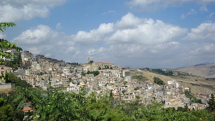 Domy za darmo na Sycylii. Burmistrz próbuje ratować miasteczko